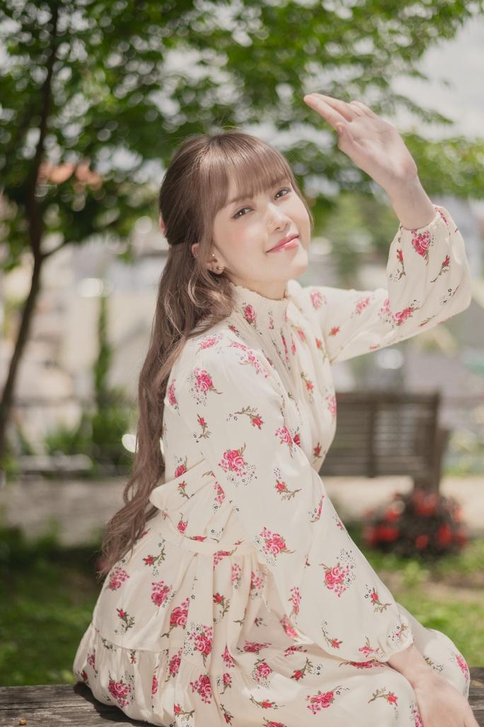 Thiều Bảo Trâm tái xuất với MV đầy biểu cảm cười ra nước mắt - Ảnh 2.