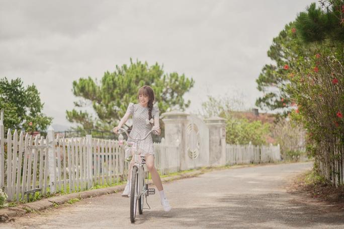Thiều Bảo Trâm tái xuất với MV đầy biểu cảm cười ra nước mắt - Ảnh 6.