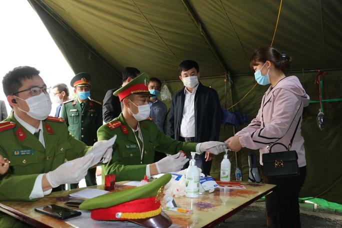 Từ 12 giờ ngày 7-5, Quảng Ninh lập chốt kiểm soát Covid-19 tại tất cả các cửa ngõ ra, vào tỉnh - Ảnh 1.