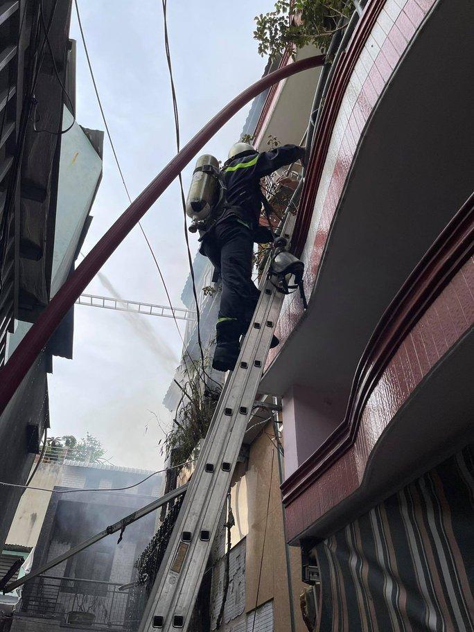 Tìm thấy 8 thi thể trong đám cháy nhà dân ở quận 11, TP HCM - Ảnh 3.
