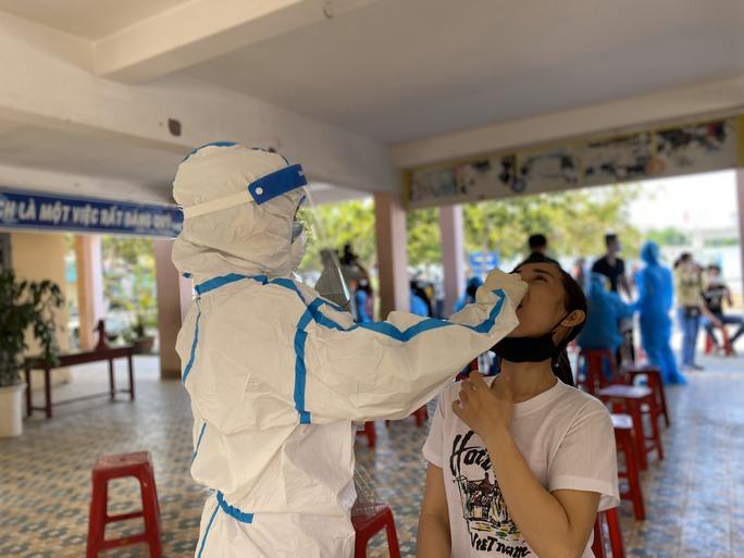 Xét nghiệm Covid-19 hơn 500 nhân viên vũ trường, quán bar... ở Đà Nẵng - Ảnh 4.
