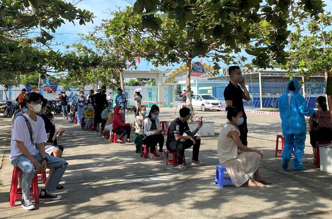 Xét nghiệm Covid-19 hơn 500 nhân viên vũ trường, quán bar... ở Đà Nẵng - Ảnh 5.