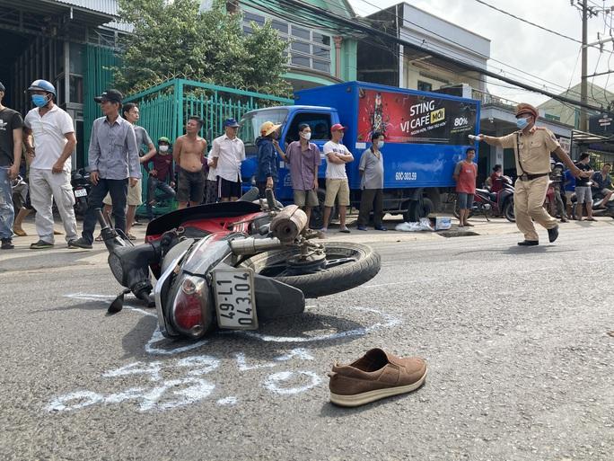 CLIP: Lạnh gáy với hiện trường xe máy va chạm xe buýt ở Đồng Nai - Ảnh 4.