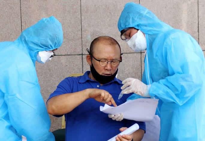Thầy trò HLV Park Hang-seo vừa hội quân phải đi xét nghiệm Covid-19 - Ảnh 13.