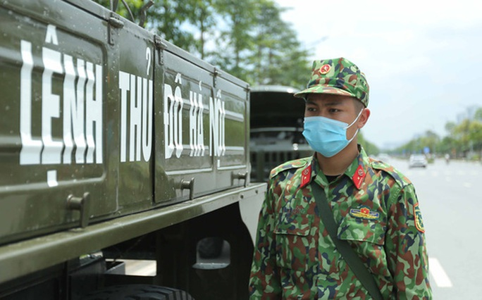 CLIP: 4 xe binh chủng hoá học phun khử khuẩn toàn bộ Bệnh viện K - Ảnh 11.