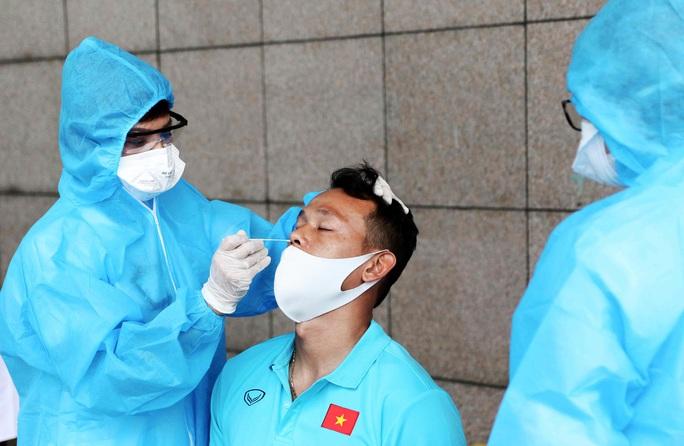 Thầy trò HLV Park Hang-seo vừa hội quân phải đi xét nghiệm Covid-19 - Ảnh 16.