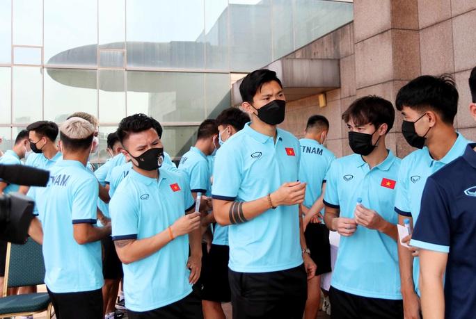 Thầy trò HLV Park Hang-seo vừa hội quân phải đi xét nghiệm Covid-19 - Ảnh 5.