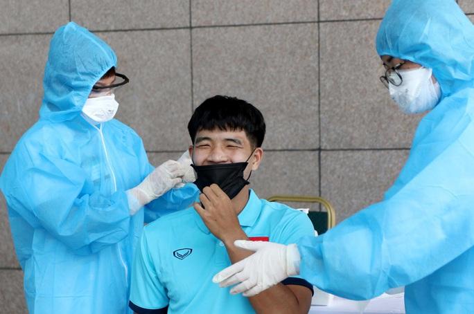 Thầy trò HLV Park Hang-seo vừa hội quân phải đi xét nghiệm Covid-19 - Ảnh 11.