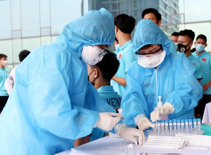 Thầy trò HLV Park Hang-seo vừa hội quân phải đi xét nghiệm Covid-19 - Ảnh 7.