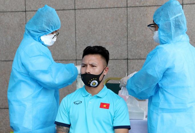 Thầy trò HLV Park Hang-seo vừa hội quân phải đi xét nghiệm Covid-19 - Ảnh 10.