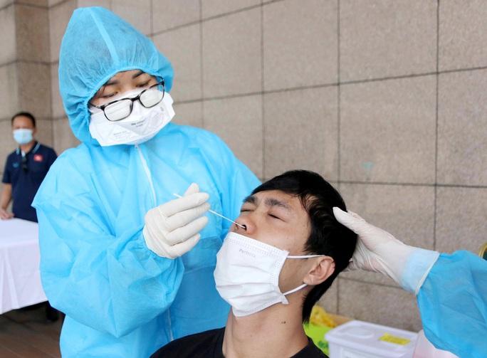 Thầy trò HLV Park Hang-seo vừa hội quân phải đi xét nghiệm Covid-19 - Ảnh 15.