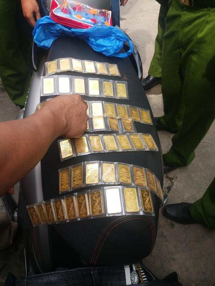 Đột nhập nhà nguyên Giám đốc Sở GTVT Trà Vinh trộm 66 lượng vàng, 35.000 USD rồi... uống 3 hộp sữa! - Ảnh 2.