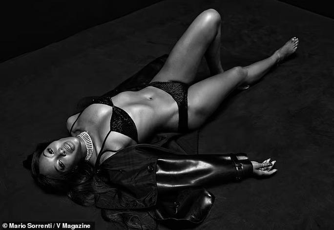 """Kendall Jenner và """"báo đen"""" đọ dáng với bikini đen - Ảnh 4."""