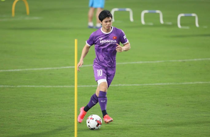 CLIP: Buổi tập đầu tiên của tuyển Việt Nam vắng 3 cầu thủ SLNA nghi F2 phải cách ly - Ảnh 12.