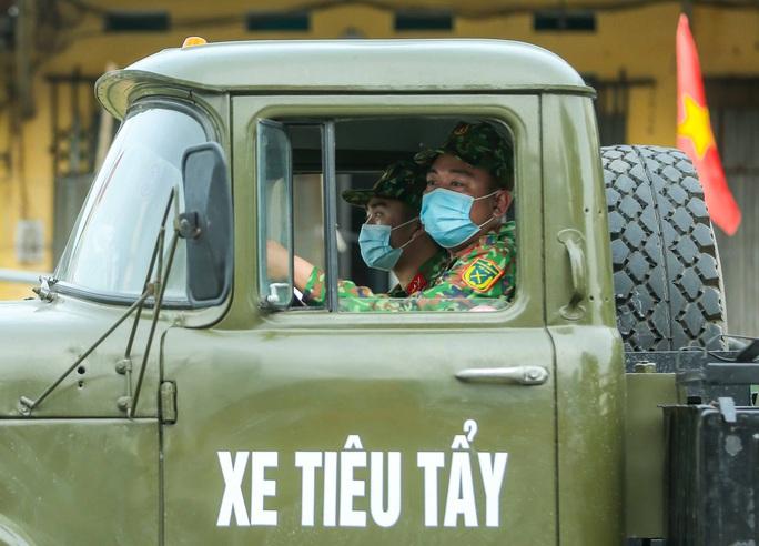 CLIP: 1 người đi Đà Nẵng về không khai báo y tế, 10 người trong gia đình mắc Covid-19 - Ảnh 13.