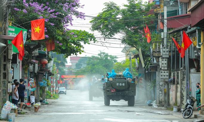CLIP: 1 người đi Đà Nẵng về không khai báo y tế, 10 người trong gia đình mắc Covid-19 - Ảnh 16.