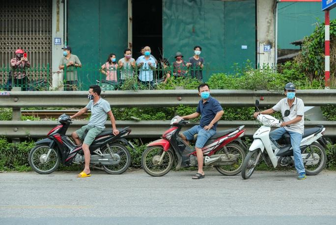 CLIP: 1 người đi Đà Nẵng về không khai báo y tế, 10 người trong gia đình mắc Covid-19 - Ảnh 8.