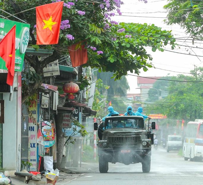 CLIP: 1 người đi Đà Nẵng về không khai báo y tế, 10 người trong gia đình mắc Covid-19 - Ảnh 2.