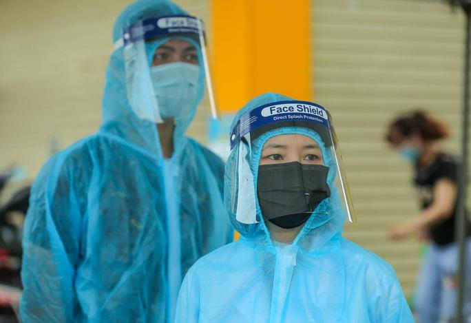 CLIP: 1 người đi Đà Nẵng về không khai báo y tế, 10 người trong gia đình mắc Covid-19 - Ảnh 11.