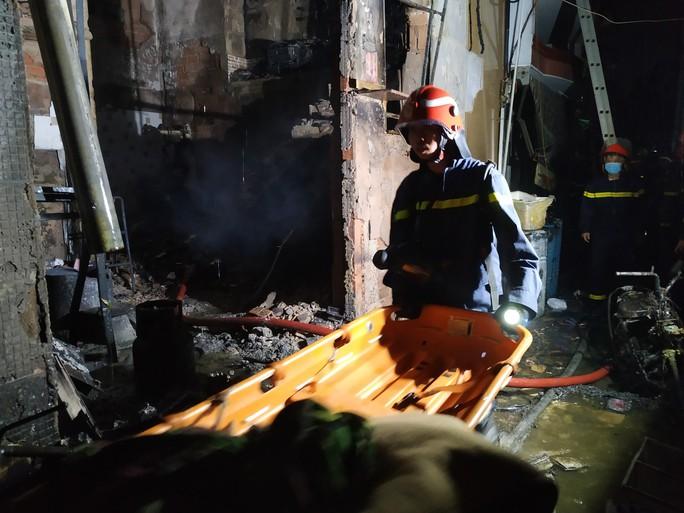 Vụ cháy ở quận 11: Cô giáo thiệt mạng là học viên cao học - Ảnh 1.