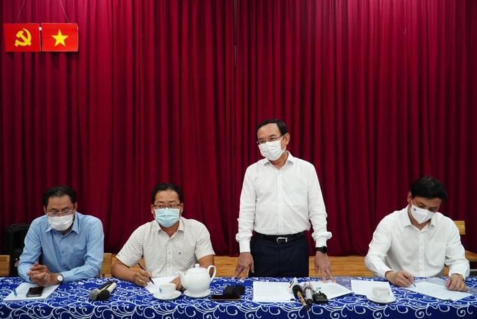 Bí thư Thành ủy TP HCM Nguyễn Văn Nên thăm hỏi gia đình 8 nạn nhân vụ cháy - Ảnh 1.