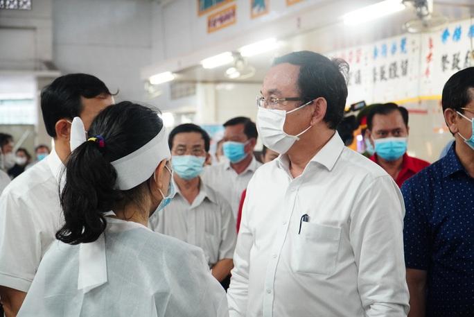 Bí thư Thành ủy TP HCM Nguyễn Văn Nên thăm hỏi gia đình 8 nạn nhân vụ cháy - Ảnh 2.