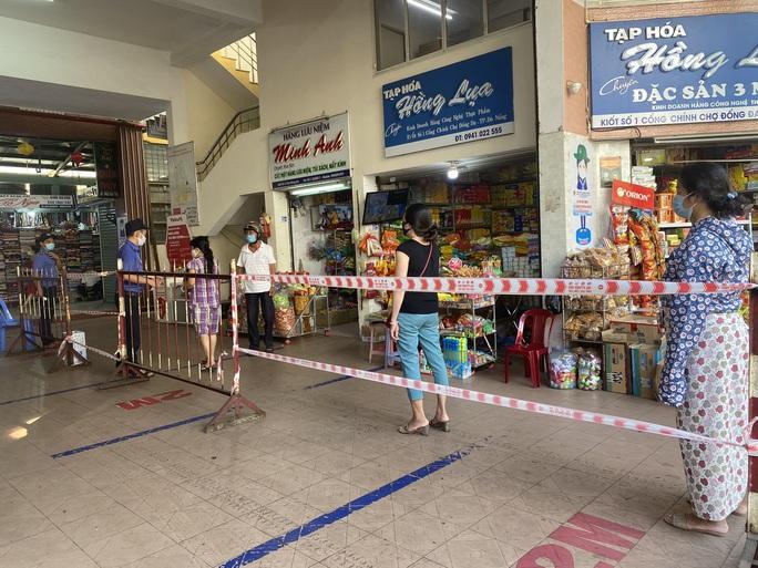 CLIP: Ngày đầu Đà Nẵng thực hiện đi chợ bằng thẻ vì Covid-19 - Ảnh 6.