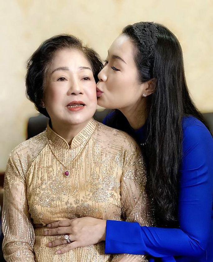Ngày của mẹ, ngôi sao khoe hình gia đình ở nhà an toàn chống dịch - Ảnh 3.