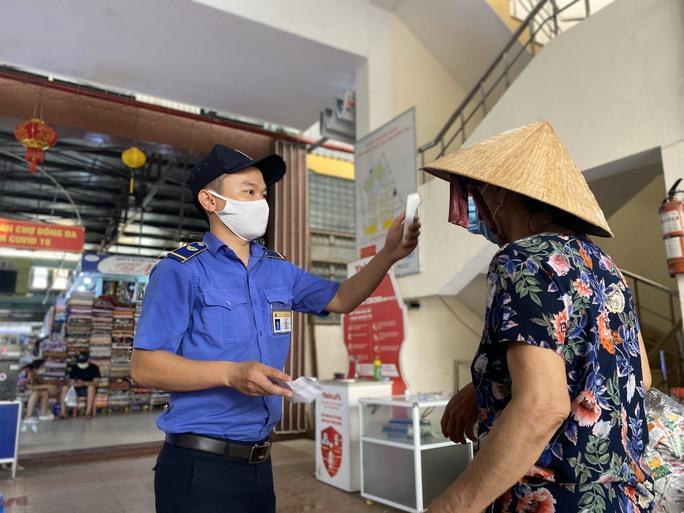CLIP: Ngày đầu Đà Nẵng thực hiện đi chợ bằng thẻ vì Covid-19 - Ảnh 5.