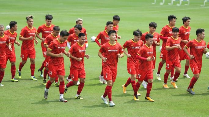 """CLIP: Bất ngờ đội tuyển Việt Nam chọn thời điểm giữa trưa """"luyện công"""" - Ảnh 4."""