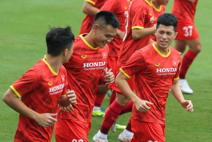 """CLIP: Bất ngờ đội tuyển Việt Nam chọn thời điểm giữa trưa """"luyện công"""" - Ảnh 5."""