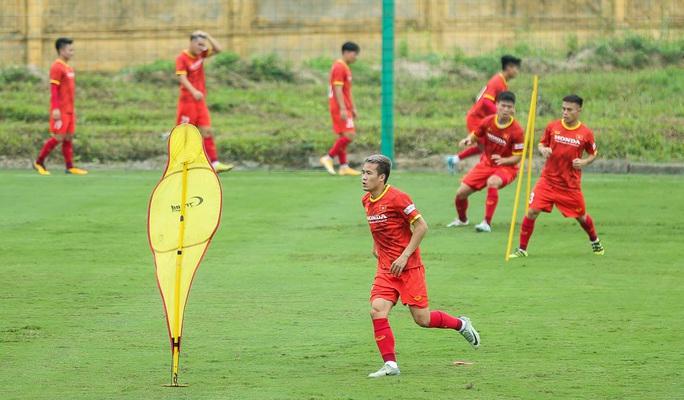 """CLIP: Bất ngờ đội tuyển Việt Nam chọn thời điểm giữa trưa """"luyện công"""" - Ảnh 13."""