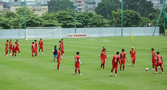 """CLIP: Bất ngờ đội tuyển Việt Nam chọn thời điểm giữa trưa """"luyện công"""" - Ảnh 12."""