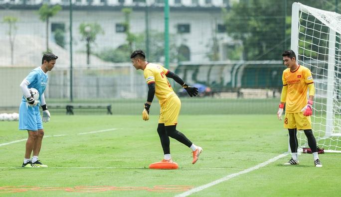 """CLIP: Bất ngờ đội tuyển Việt Nam chọn thời điểm giữa trưa """"luyện công"""" - Ảnh 9."""
