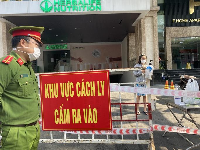 Đà Nẵng phong tỏa chung cư cao cấp gần 700 người ở - Ảnh 1.