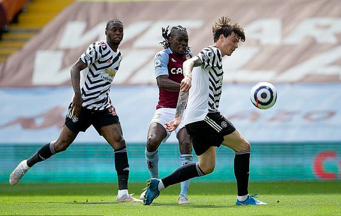 Ngược dòng hạ Aston Villa, Man United tiếp tục đua vô địch Ngoại hạng Anh - Ảnh 2.