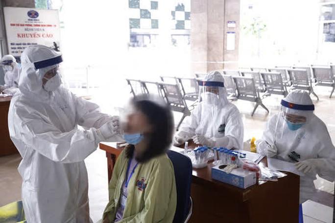 Nữ sinh mắc ung thư là ca dương tính với SARS-CoV-2 mới nhất tại Bệnh viện K - Ảnh 1.