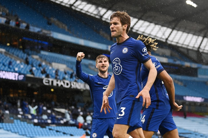 Thua ngược Chelsea ngỡ ngàng, Man City hoãn ngày vui vô địch - Ảnh 8.