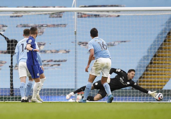 Thua ngược Chelsea ngỡ ngàng, Man City hoãn ngày vui vô địch - Ảnh 6.