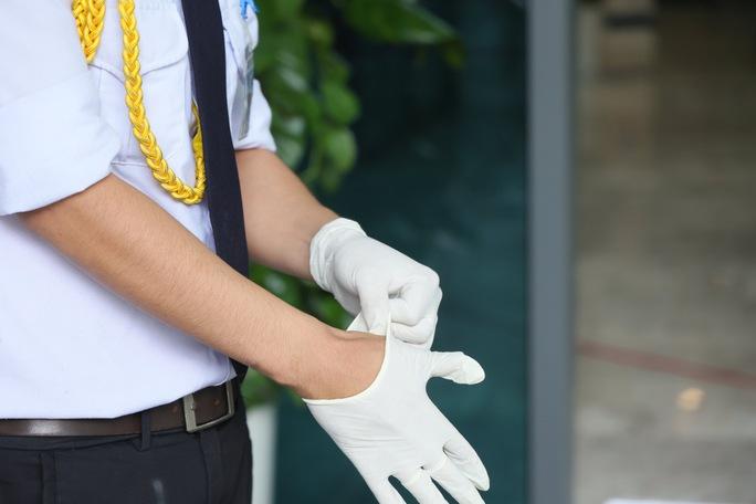 CLIP: Phong toả một chung cư cao cấp có ca dương tính SARS-CoV-2 - Ảnh 7.