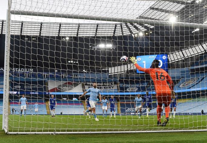 Thua ngược Chelsea ngỡ ngàng, Man City hoãn ngày vui vô địch - Ảnh 5.