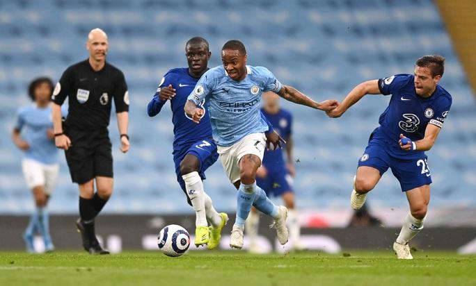 Thua ngược Chelsea ngỡ ngàng, Man City hoãn ngày vui vô địch - Ảnh 3.