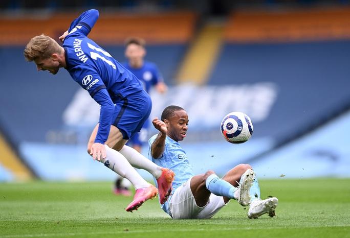 Thua ngược Chelsea ngỡ ngàng, Man City hoãn ngày vui vô địch - Ảnh 2.