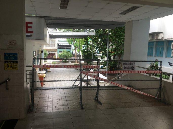 TP HCM: Phát hiện 2 người nghi mắc Covid-19 là nhân viên Bệnh viện quận Tân Phú - Ảnh 1.