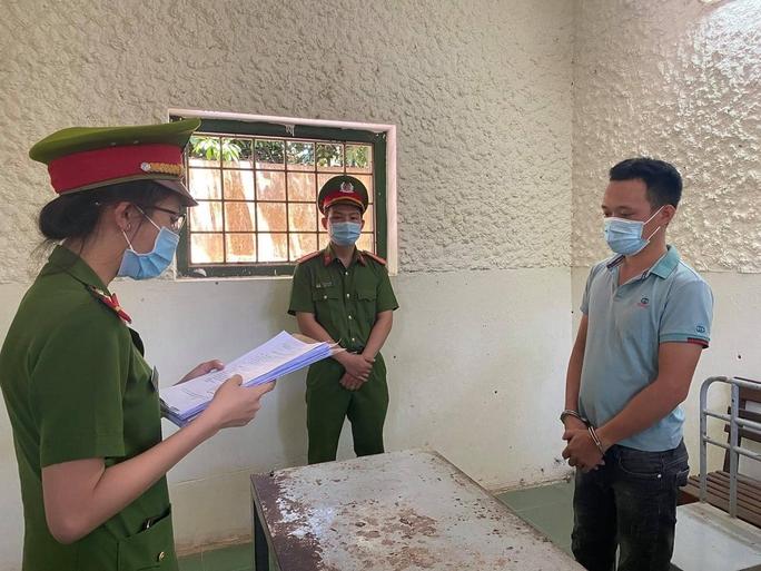 Khởi tố tài xế nhà xe Chín Nghĩa vì chống người thi hành công vụ tại chốt kiểm soát dịch Covid-19 - Ảnh 1.