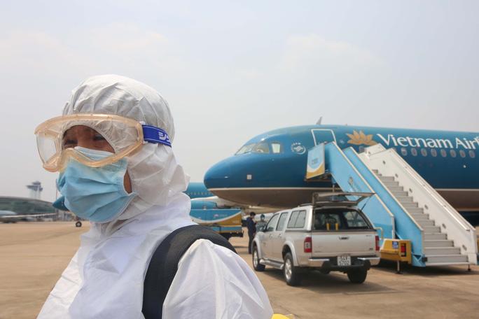 Giảm tần suất chuyến bay đến sân bay Tân Sơn Nhất trong 2 tuần - Ảnh 1.