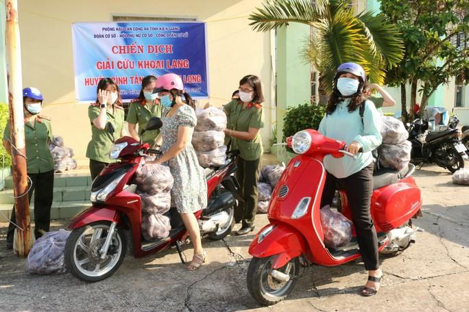 Công an Kiên Giang chạy xe máy giải cứu khoai lang giúp nông dân Vĩnh Long - Ảnh 4.