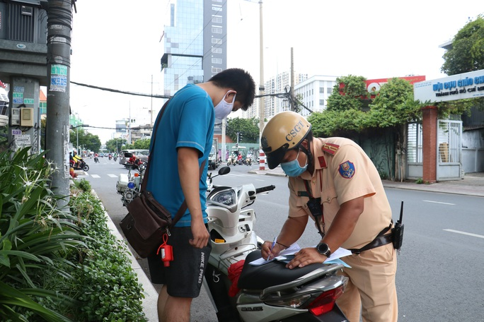 CSGT TP HCM sẽ xử phạt người đi đường không mang khẩu trang - Ảnh 9.