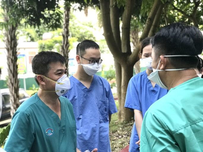 Thai phụ 26 tuổi mắc Covid-19 phải can thiệp ECMO, dùng thuốc an thần - Ảnh 2.