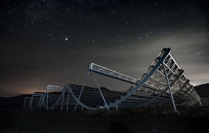 Đài thiên văn Canada nhận hàng trăm tín hiệu vô tuyến lạ từ vũ trụ - Ảnh 1.
